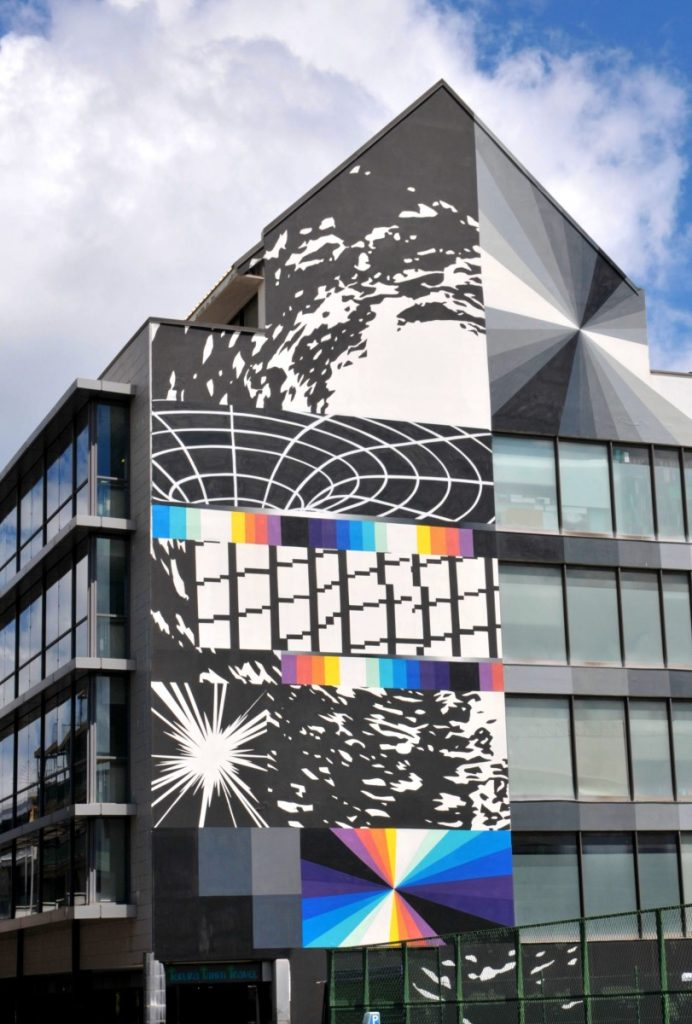 Mural showing geometric shapes